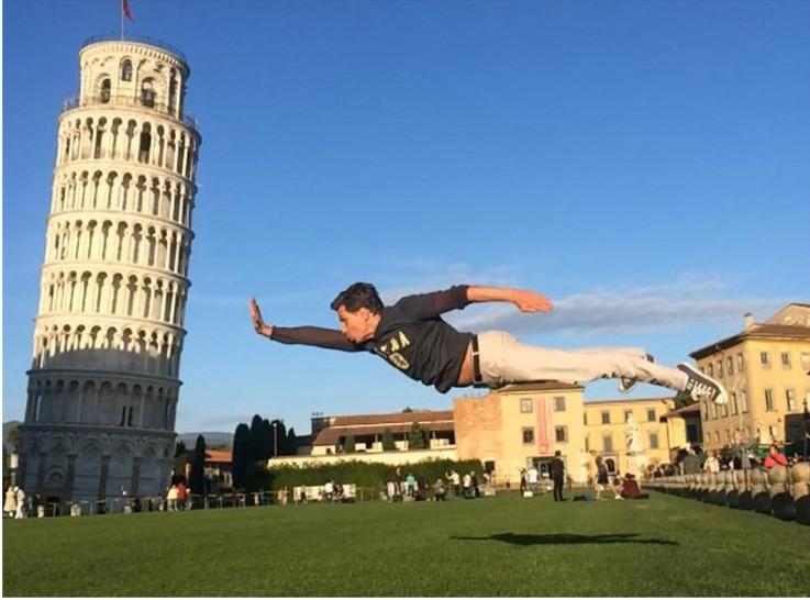 Самые странные фотографии рядом с Пизанской башней