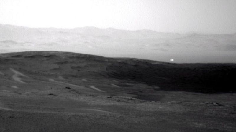 НАСА: марсоход Curiosity заснял светящуюся аномалию