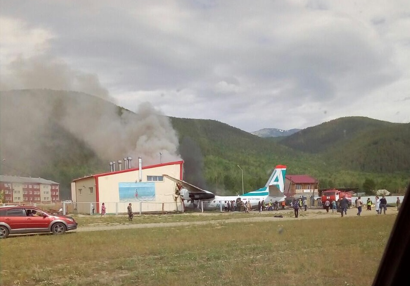 В Бурятии пассажирский самолёт совершил жёсткую посадку и загорелся, есть жертвы