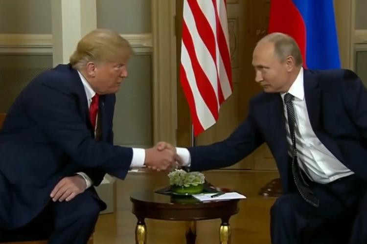 На встрече в Осаке Трамп угрожал Путину