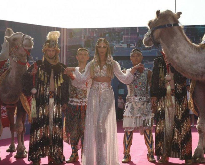 Зоозащитники раскритиковали Ольгу Бузову за эксплуатацию верблюдов