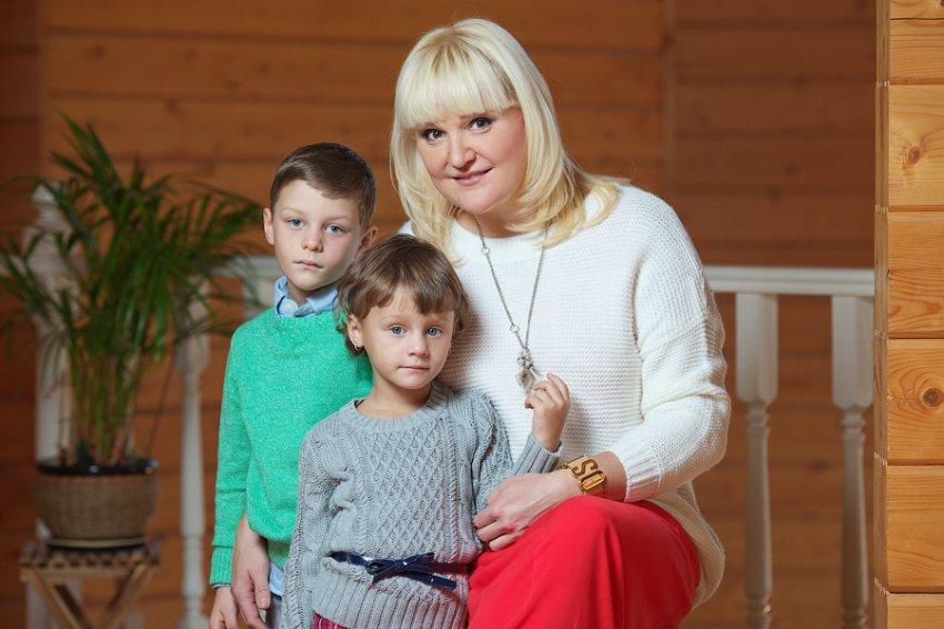 У приёмных детей Маргариты Суханкиной нашёлся братик, живущий с бабушкой в нищете