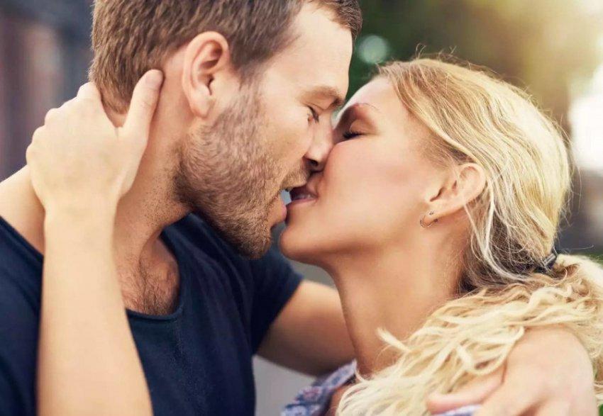 Доказана польза поцелуев для успешной карьеры и здоровья