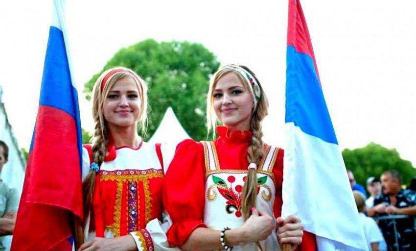 Русская мода, имена и мультфильмы: за что иностранцы любят Россию?