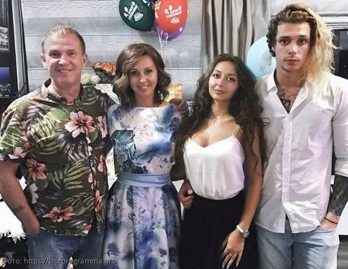 Рыбину и Сенчуковой пришлось отменить отпуск из-за рака кожи