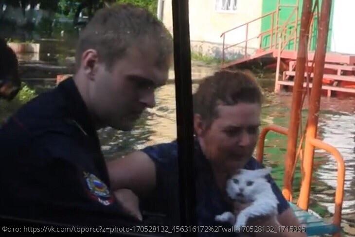 В Иркутской области в разгар наводнения продают хлеб и сахар по 100 рублей