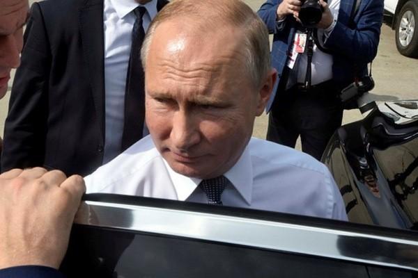 Полиция обходит жилые дома накануне визита Путина в Екатеринбург