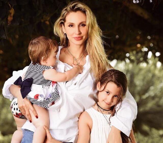 Светлана Лобода впервые показала младшую дочь Тильду