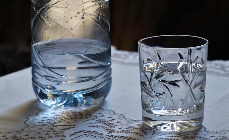 Цены на питьевую воду возмутили Госдуму: «Питьевая вода — не роскошь, а необходимость»