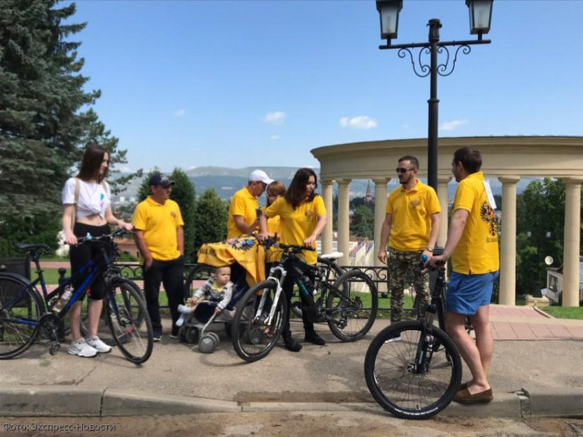 В Кисловодске прошла велоэкскурсия, посвященная Дню семьи, любви и верности