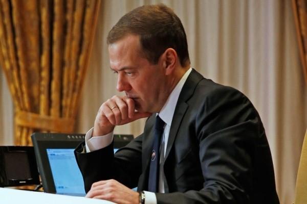 Медведев рассчитал, на сколько могут выжить пенсионеры