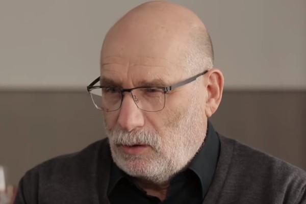 """Писатель Акунин назвал крымский референдум """"странным"""""""