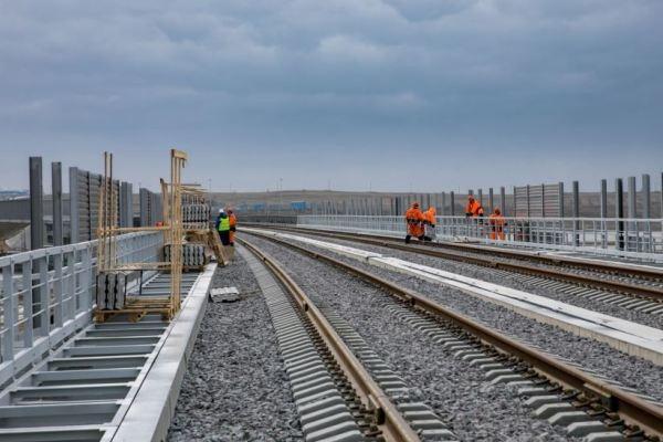 Строители Крымского моста уложили все рельсы