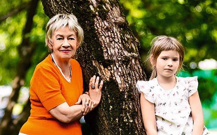 Единственной внучке актрисы Александры Назаровой грозит детский дом