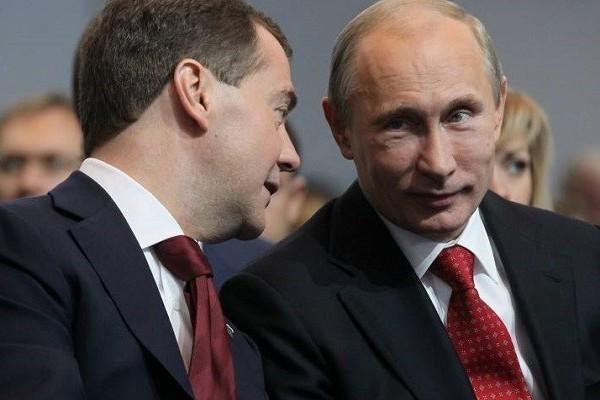 Выросло число россиян, которые не одобряют работу Путина и Медведева