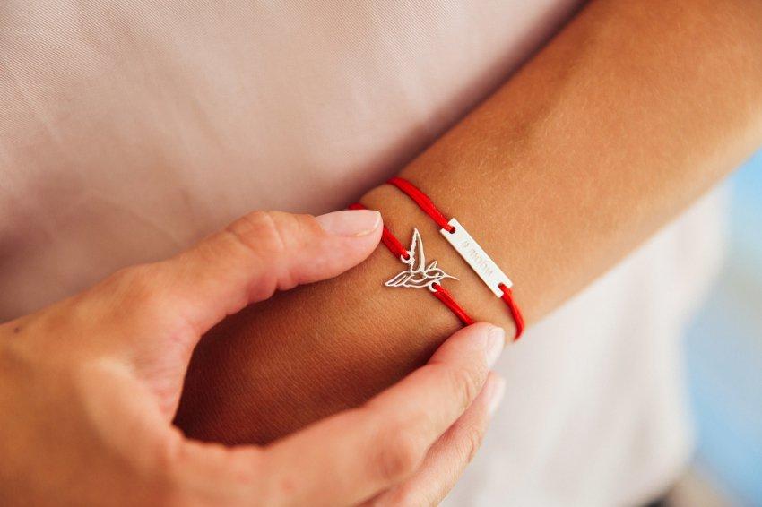 Как разбогатеть при помощи красной нити на руке?