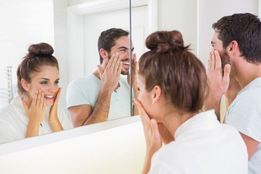 Никогда не смотритесь в зеркало вдвоем: это может привлечь несчастье в вашу жизнь