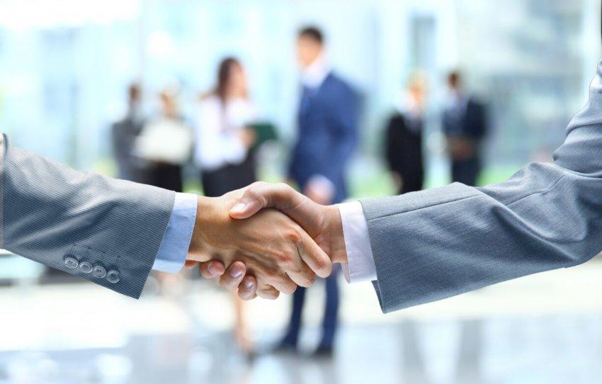 Стиль рукопожатия мужчины выдает его характер: пять различных мужских приветствий