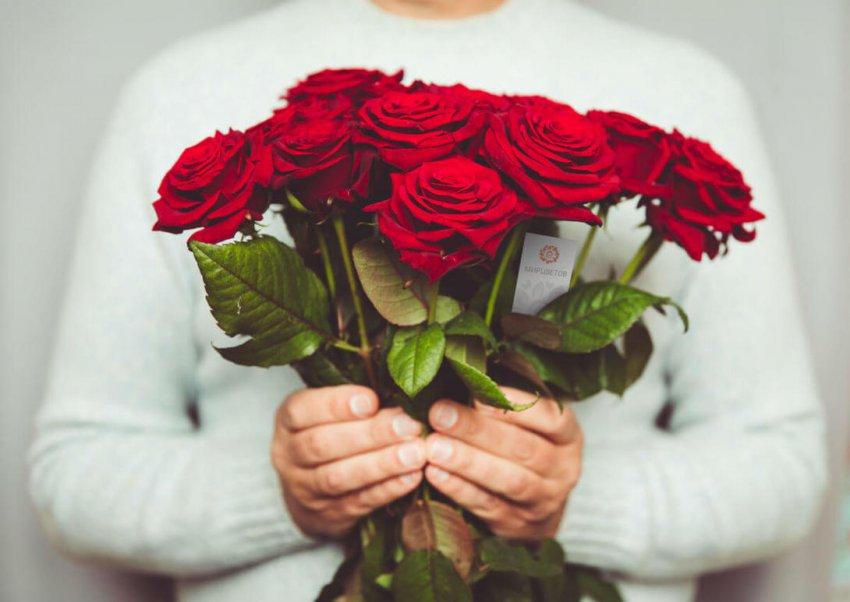 Как поступить, если на день рождения подарили букет из четного числа цветов?
