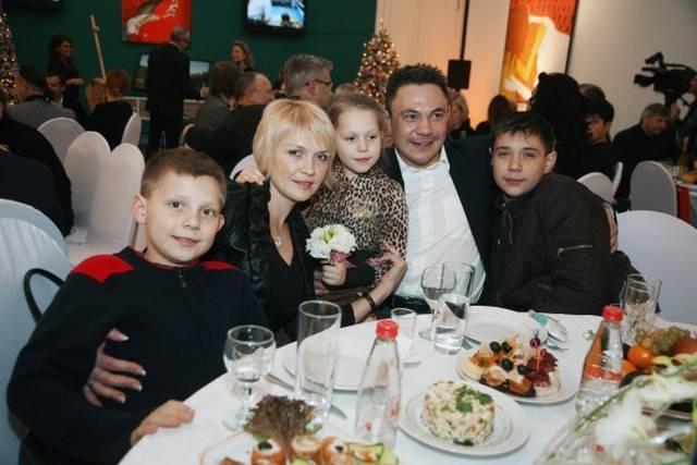 Бывшая жена Кости Дзю так и не вернулась в Россию после развода