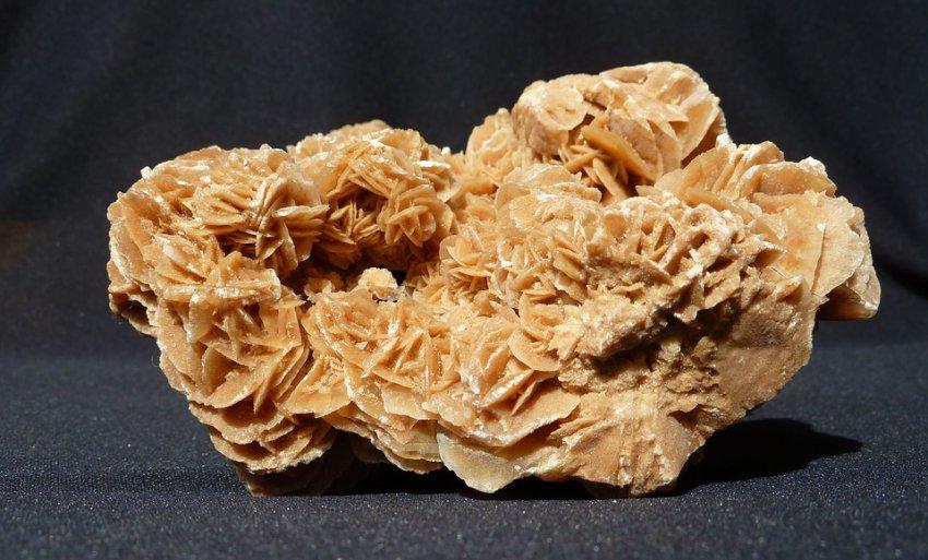 Внутри алмаза нашли неизвестный минерал из мантии Земли
