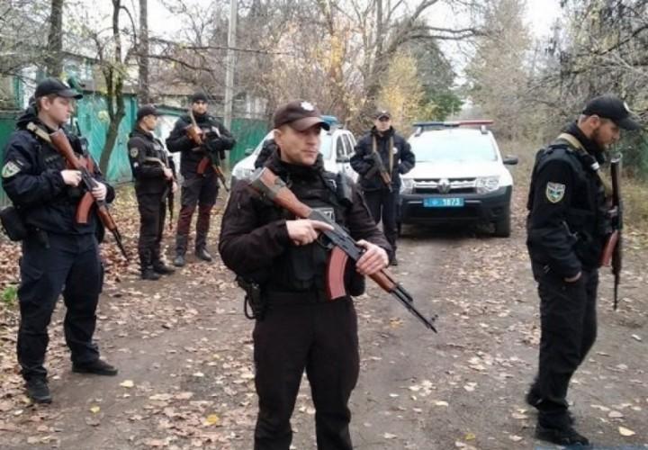 МВД Украины: добровольцы вывезли оружие из Золотого в Донбассе