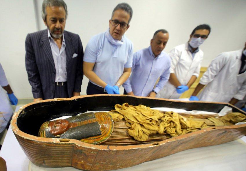В Египте вскрыли «проклятые» саркофаги художника и его жены