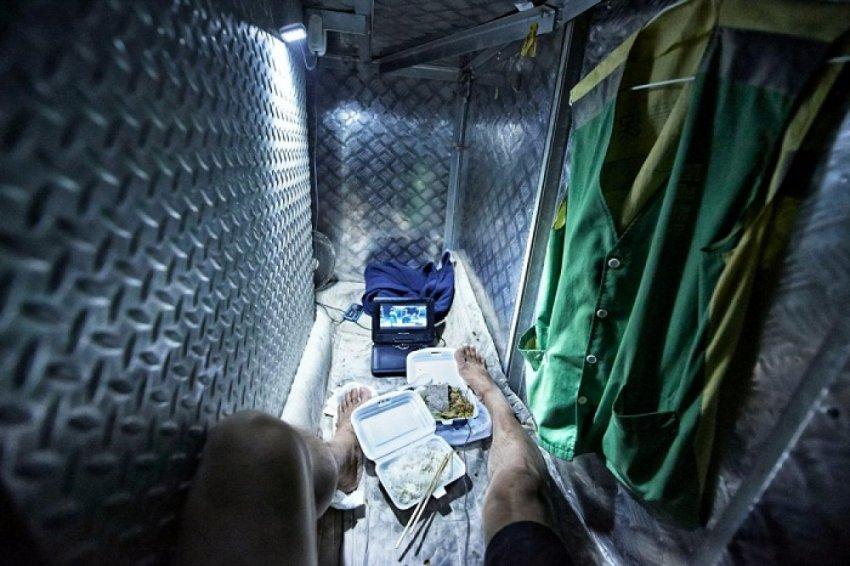 «Клетки-гробы» площадью 2 кв м. Жизнь по-гонконгски