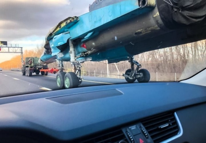 «Только в России»: Американские СМИ удивились транспортировке Су-34 по автодороге