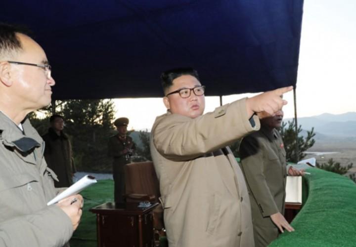 Ким Чен Ын поздравил оборонные предприятия с успешным испытанием пусковой установки
