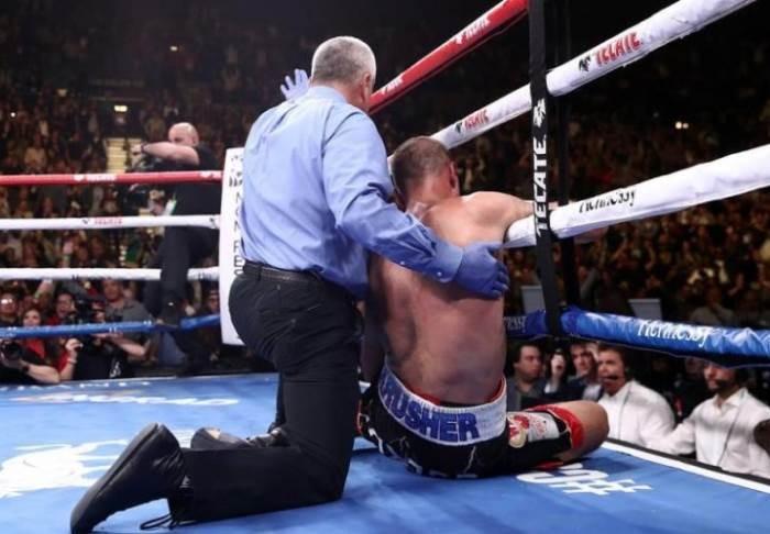 Российский боксер Ковалев проиграл Альваресу и отправлен после поединка в больницу