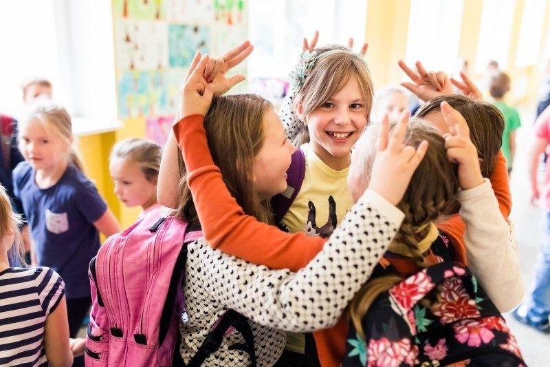 Осенние каникулы в 2019 году завершаются: когда школьники сядут за парты?