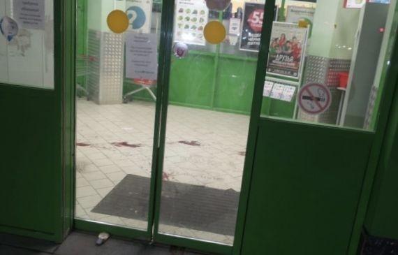 Неизвестный напал с ножом на парня в центре Екатеринбурга