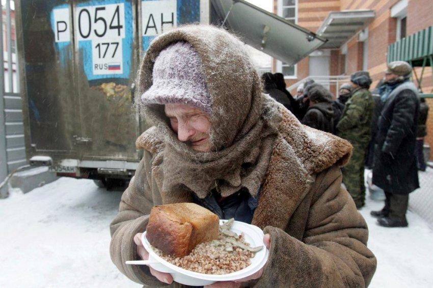 Что можно купить на пенсию в России: жизнь пенсионеров в Москве и в провинции