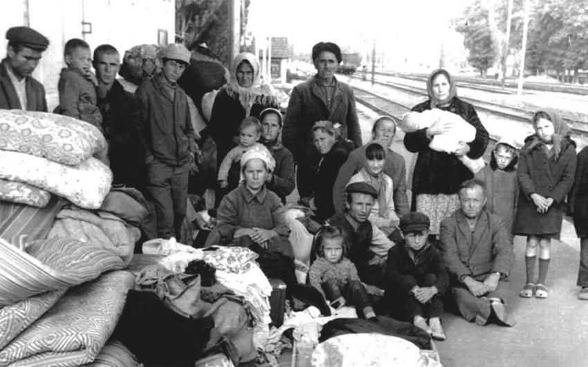 События в истории России 14 ноября: судна белой армии покинули Севастополь, СССР признал депортацию народов преступной