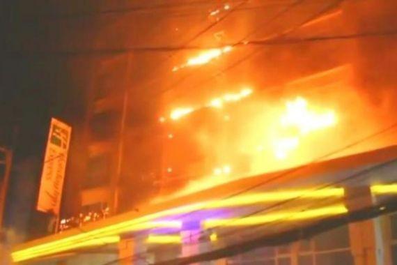 В курортном Паттайе загорелся отель. Сотни отдыхающих эвакуированы