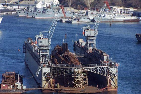 В Крыму затонул плавдок вместе со списанной российской подлодкой