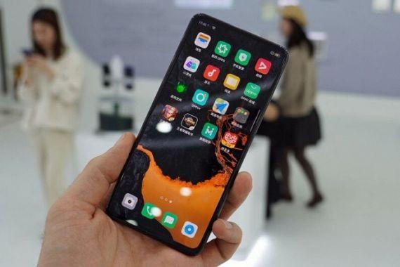 Oppo представила смартфон без разъемов и с подэкранной камерой