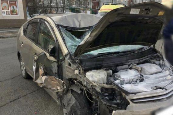 В Екатеринбурге женщина-водитель на иномарке протаранила шесть машин