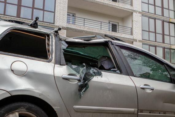 В Воронеже на крыше автомобиля нашли смертельно раненую молодую девушку