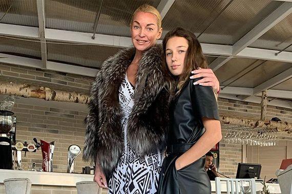 Анастасия Волочкова огорчена, что дочери не понравился ее новый возлюбленный