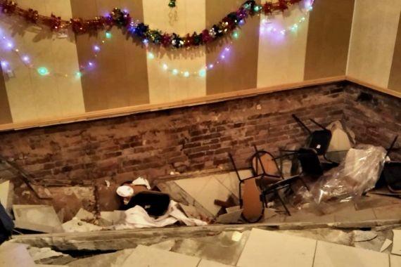 В Астрахани посетители кафе провались вместе с полом в подвал