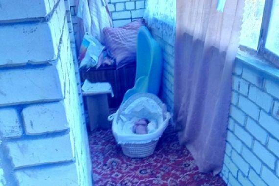 Грудной младенец насмерть замерз на балконе в Хабаровском крае