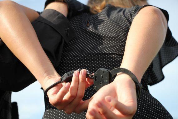 В Твери 20-летняя девушка обокрала случайного собутыльника