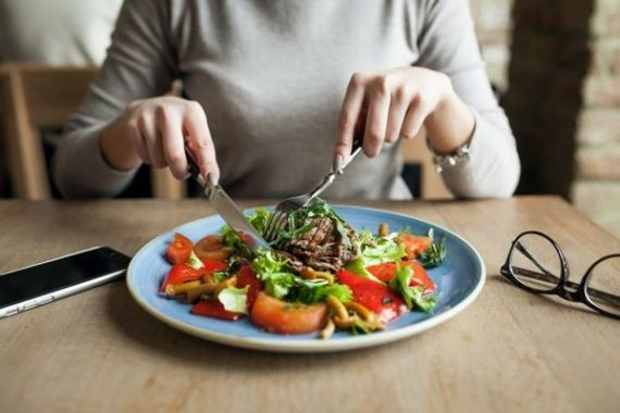 Врач Дорис Курц объяснила, какие продукты снижают количество жира в печени