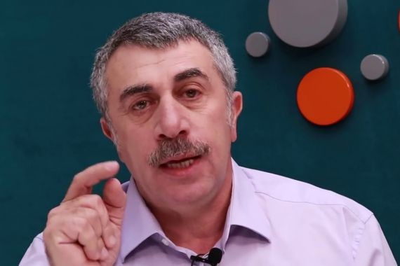 Педиатр Евгений Комаровский посоветовал лечить ребенка голодом
