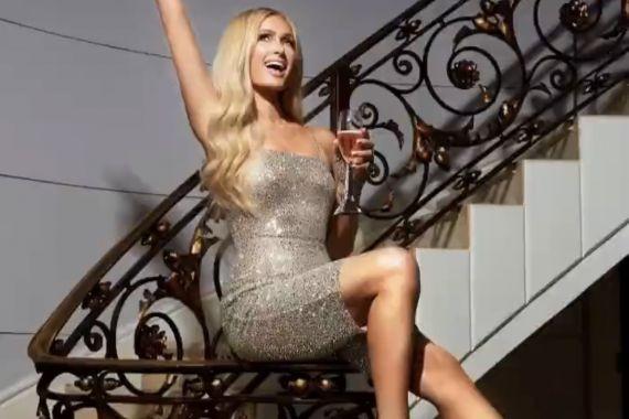 Набирает популярность платье с голой грудью, как у Пэрис Хилтон