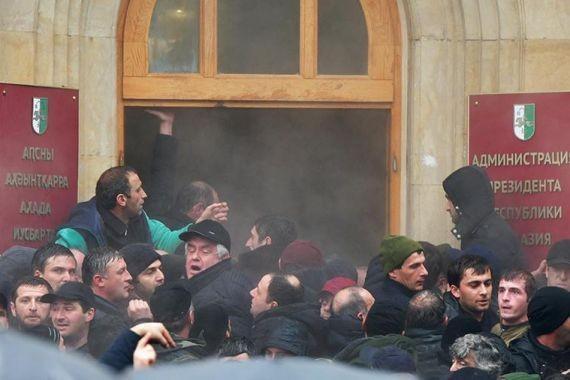 В Госдуме считают, что протесты в Абхазии не скажутся на отношениях с РФ
