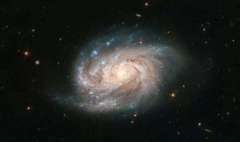 Телескоп «Хаббл» запечатлел галактику, похожую на Млечный Путь