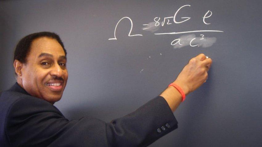 Астрофизик рассказал о том, что знает, как построить машину времени